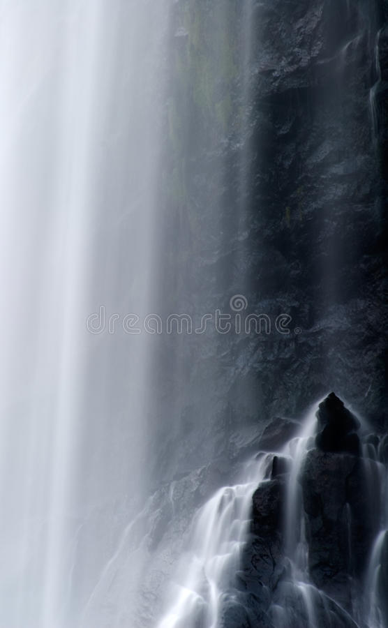 Vista enmascarada dramática de la cascada fotos de archivo