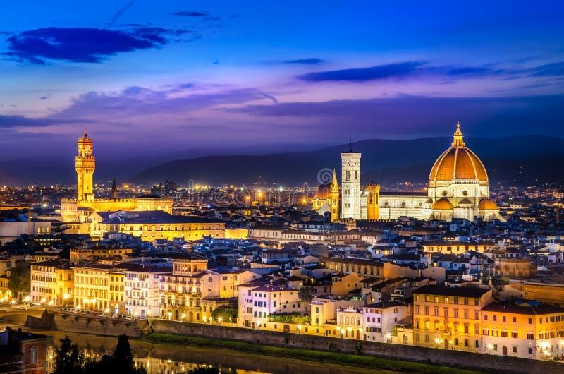 Vista escénica de Florencia en la noche de Piazzale Miguel Ángel fotos de archivo libres de regalías