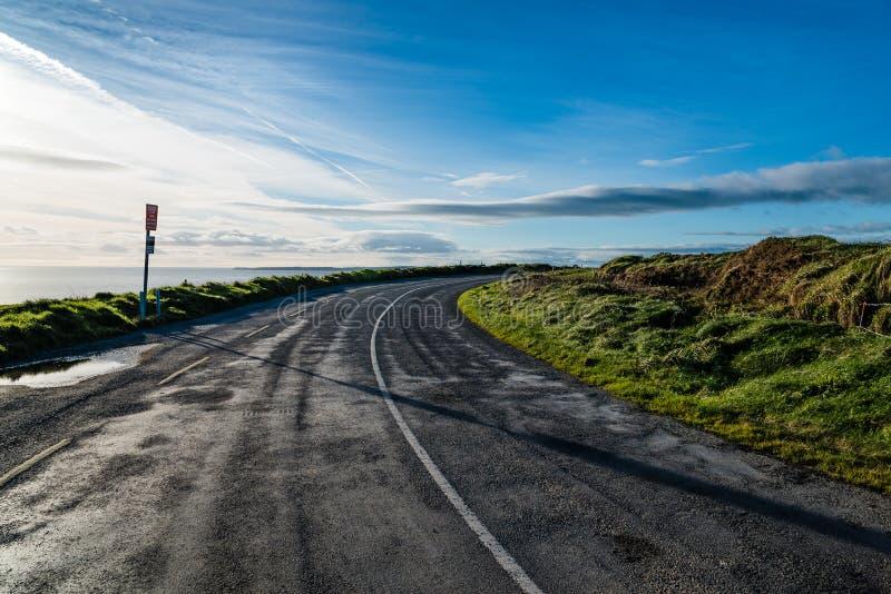 Vista escénica de la manera atlántica salvaje en Irlanda imagenes de archivo