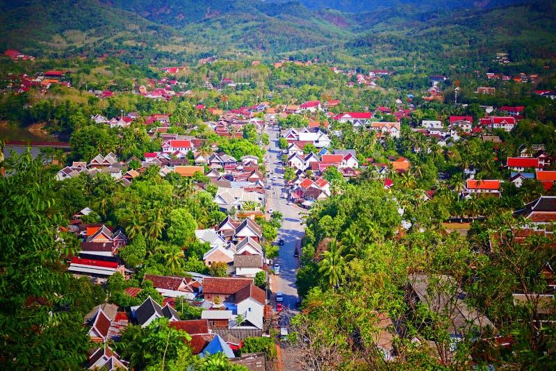Vista escénica de Luang Prabang del soporte Phousi imagenes de archivo