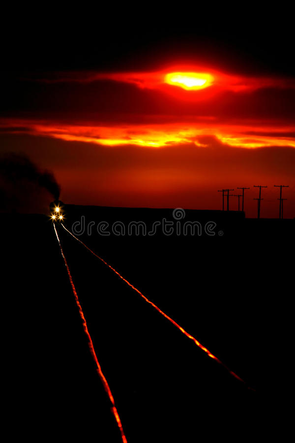 Vista escénica de un tren inminente fotografía de archivo libre de regalías