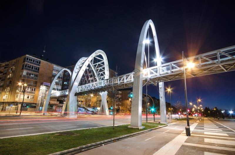 Vista escénica de una escena urbana de la noche en Vitoria, España imagen de archivo libre de regalías