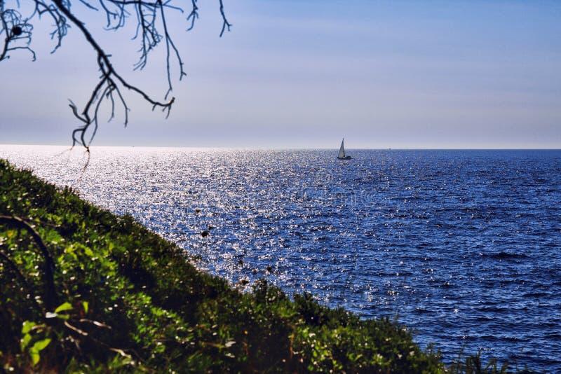 Vista escénica de una navegación del barco en el mar adriático imágenes de archivo libres de regalías