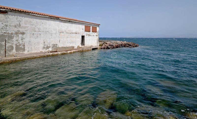 Vista escénica del mar azul hermoso de la isla de Cerdeña imagen de archivo libre de regalías