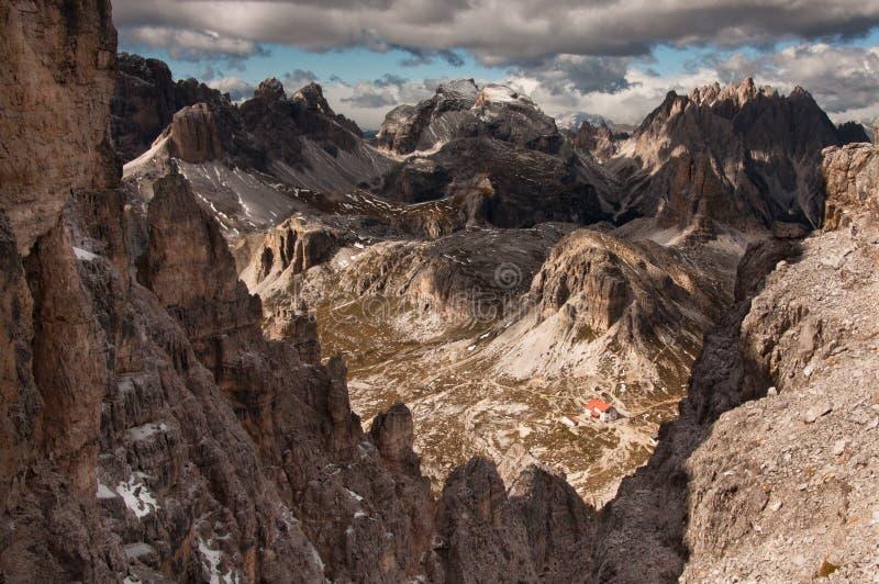 Vista escénica del rango de montaña de las dolomías foto de archivo