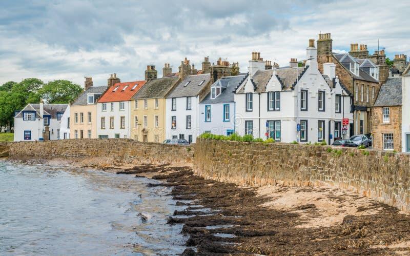 Vista escénica en Anstruther por una tarde del verano, Fife, Escocia foto de archivo libre de regalías