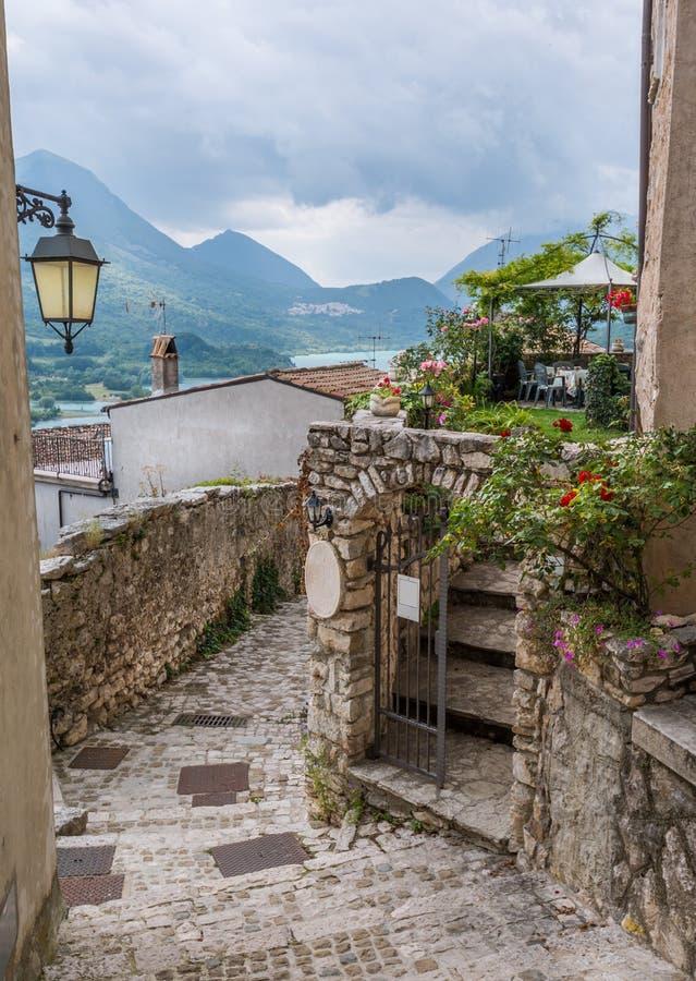 Vista escénica en Barrea, provincia de L ` Aquila, Abruzos Italia imágenes de archivo libres de regalías