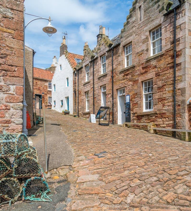 Vista escénica en Crail, pequeño pueblo de los pescadores en el Fife, Escocia foto de archivo libre de regalías