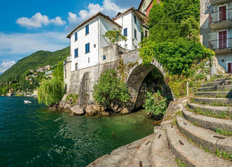 Vista escénica en Nesso, en el lago Como, Lombardía, Italia imágenes de archivo libres de regalías