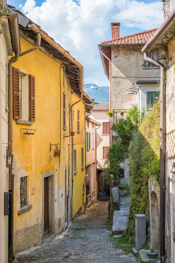 Vista escénica en Nesso, pueblo hermoso en el lago Como, Lombardía, Italia imágenes de archivo libres de regalías