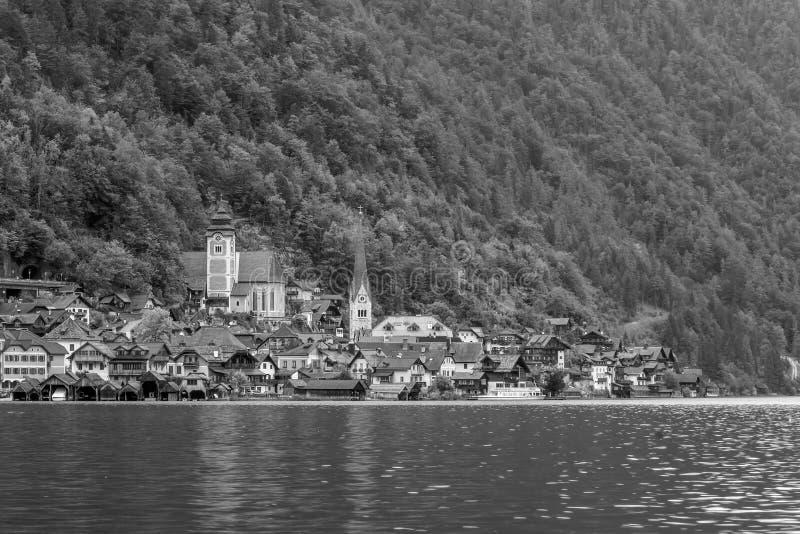 Vista esc?nica del pueblo famoso de Hallstatt en Austria imagen de archivo