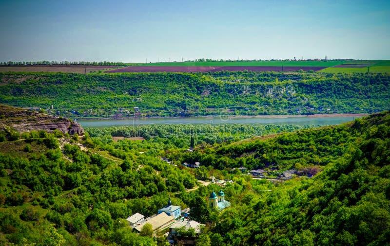 Vista esteriore al monastero ortodosso della trinità santa di Saharna, Moldavia fotografia stock libera da diritti