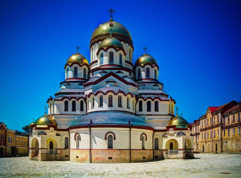 Vista esteriore al nuovo monastero di Athos aka Novy Afon, Abkhazia, Georgia immagini stock libere da diritti