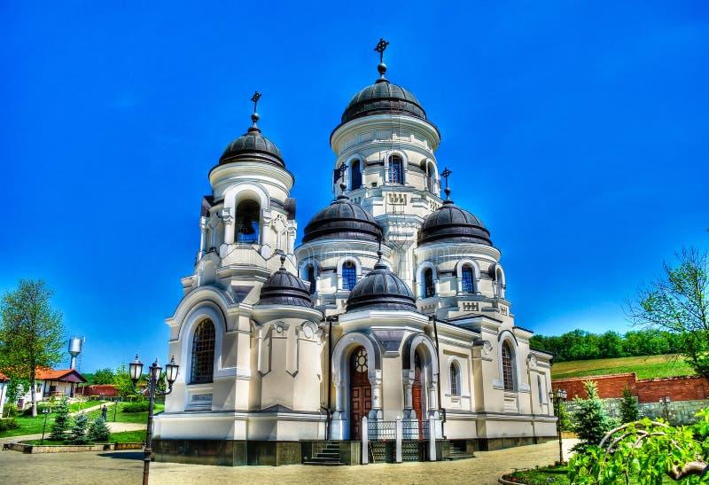 Vista esteriore all'inverno St George al monastero ortodosso di Capriana, Moldavia fotografia stock