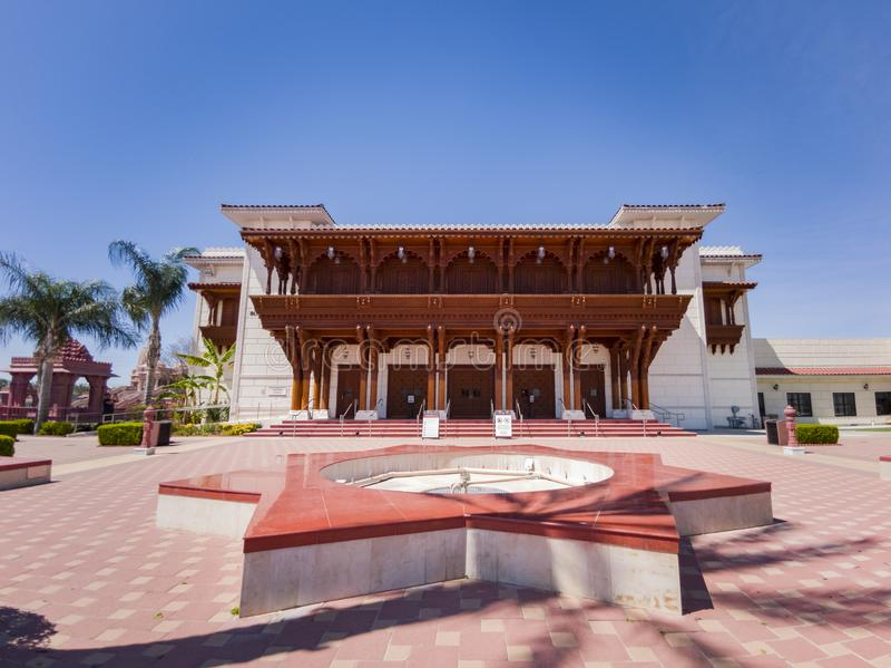 Vista esteriore dei BAPS famosi Shri Swaminarayan Mandir fotografie stock