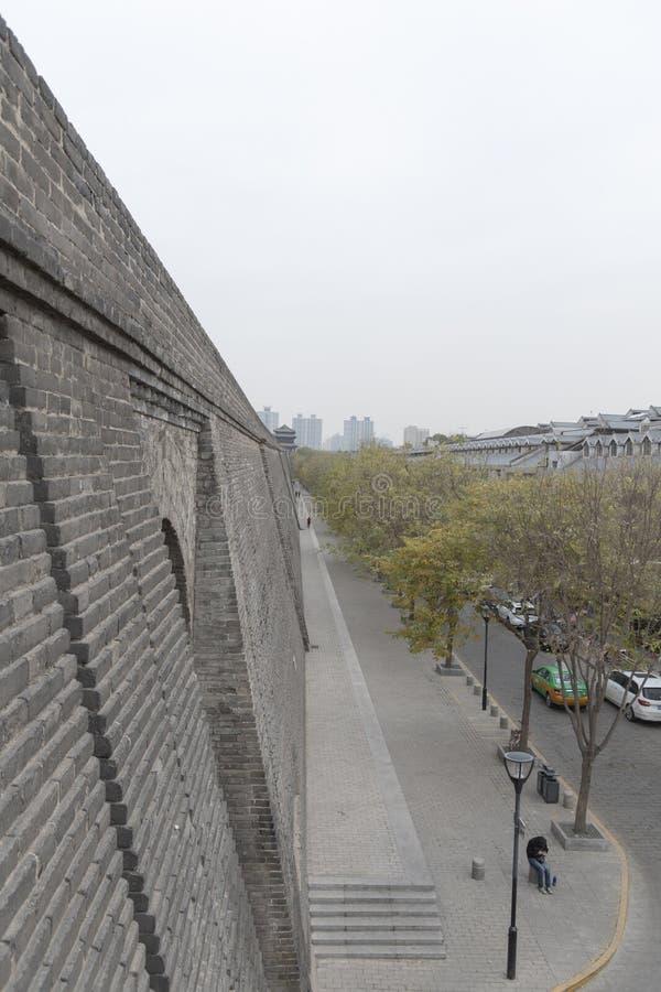 Vista esteriore dei mura di cinta di Xi'an - Imagen immagini stock libere da diritti