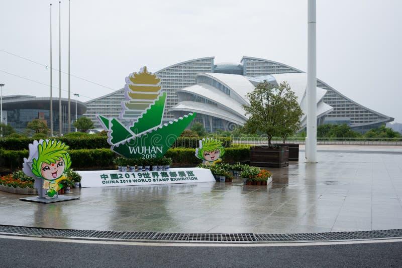 Vista esteriore del centro e del segno internazionali dell'Expo di Wuhan per la mostra 2019 del bollo del mondo della Cina immagini stock