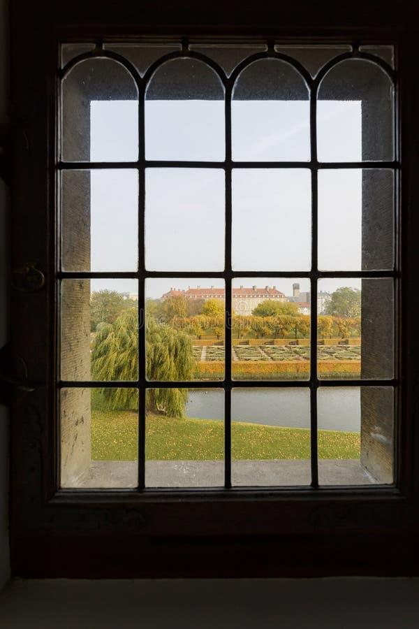 Vista esteriore della forma famosa della scanalatura di Rosenborg una finestra immagine stock libera da diritti