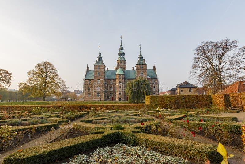 Vista esteriore di autunno della scanalatura famosa di Rosenborg fotografie stock