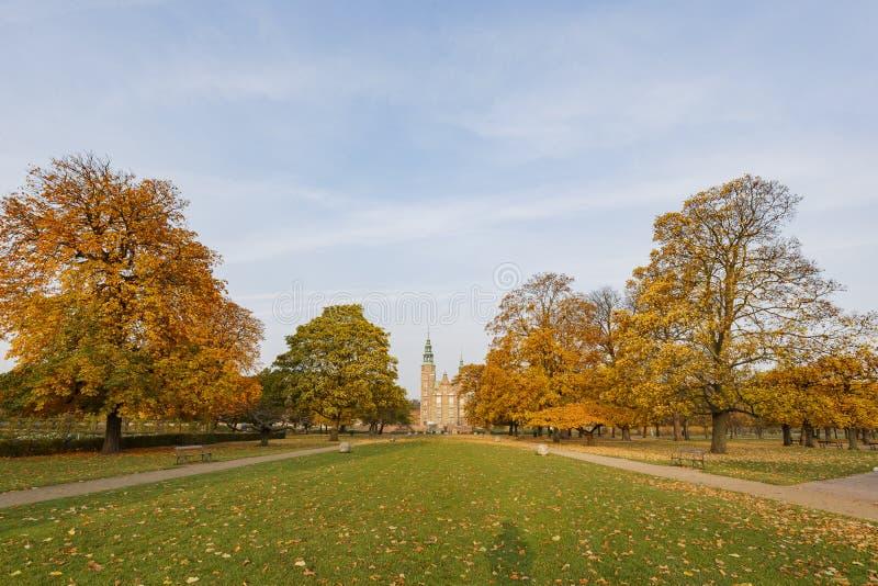 Vista esteriore di autunno della scanalatura famosa di Rosenborg immagine stock libera da diritti