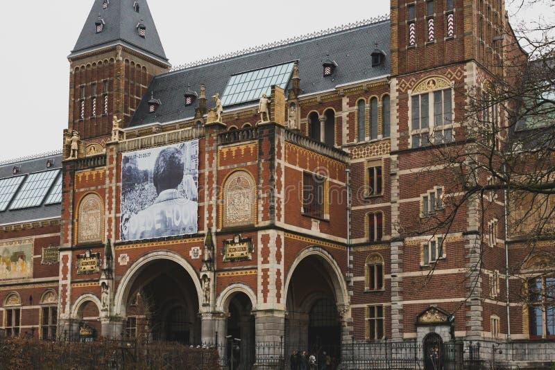Vista esteriore di Rijksmuseum nel quadrato del museo fotografia stock