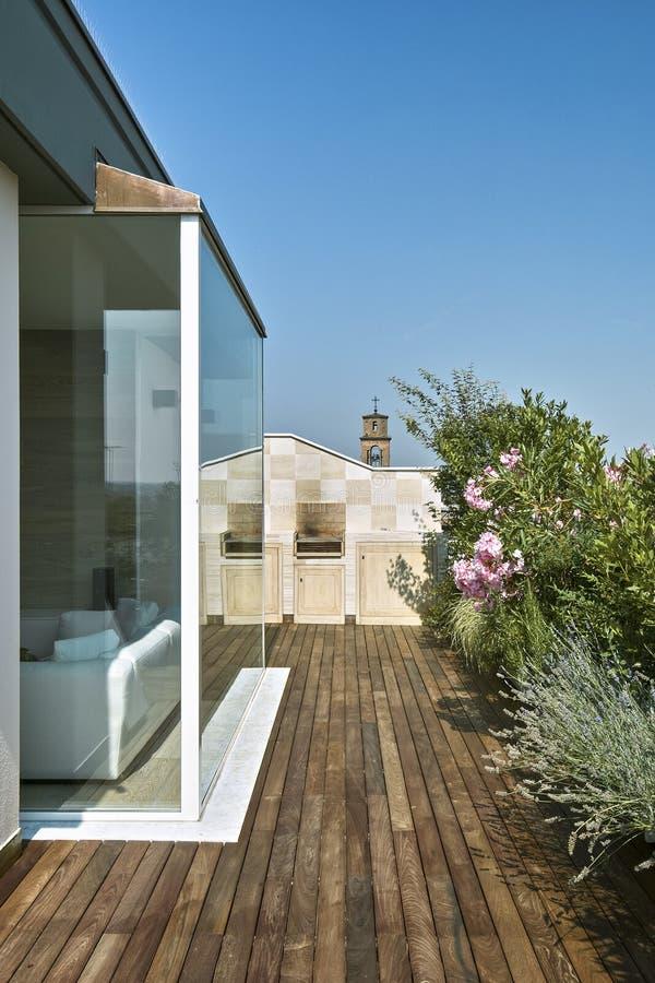 Vista Esteriore Di Un Terrazzo Moderno Immagine Stock - Immagine di ...