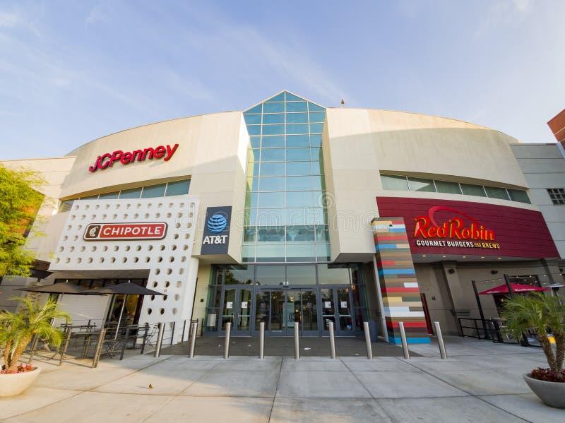 Vista esterna del centro commerciale della Covina occidentale fotografia stock libera da diritti