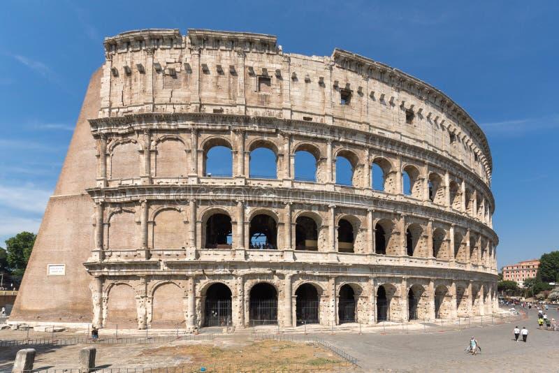 Vista esterna dell'arena antica del gladiatore Colosseum in città di Roma, Italia immagine stock libera da diritti