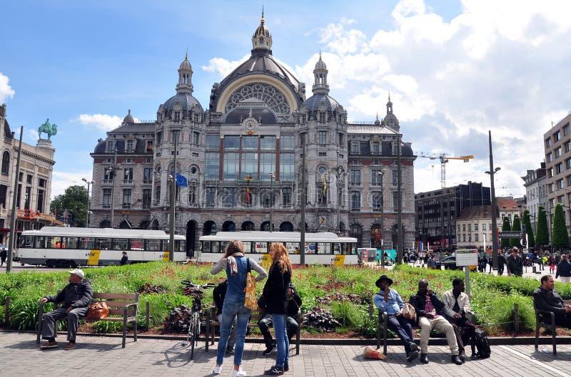 Vista esterna della stazione ferroviaria di Antwerpen-Centraal, Belgio fotografia stock