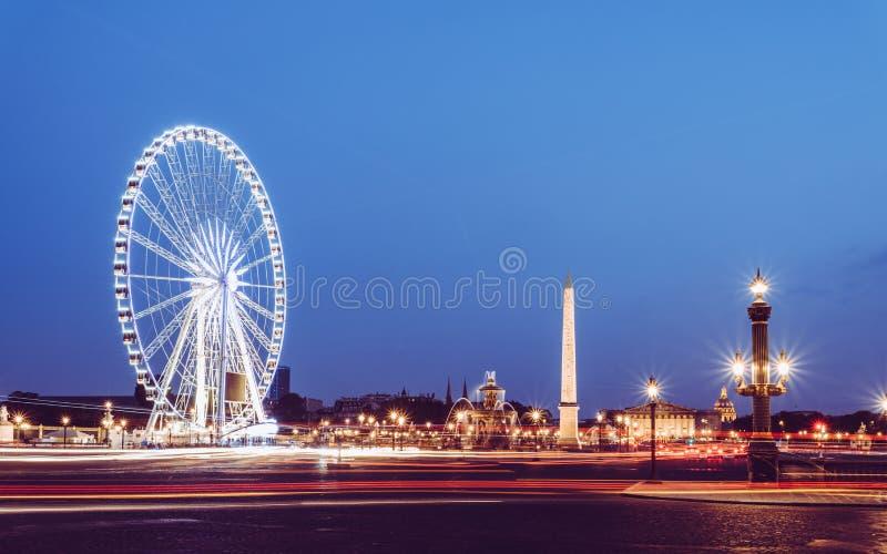 Vista excitante do La Concorde e dos monumentos na noite foto de stock