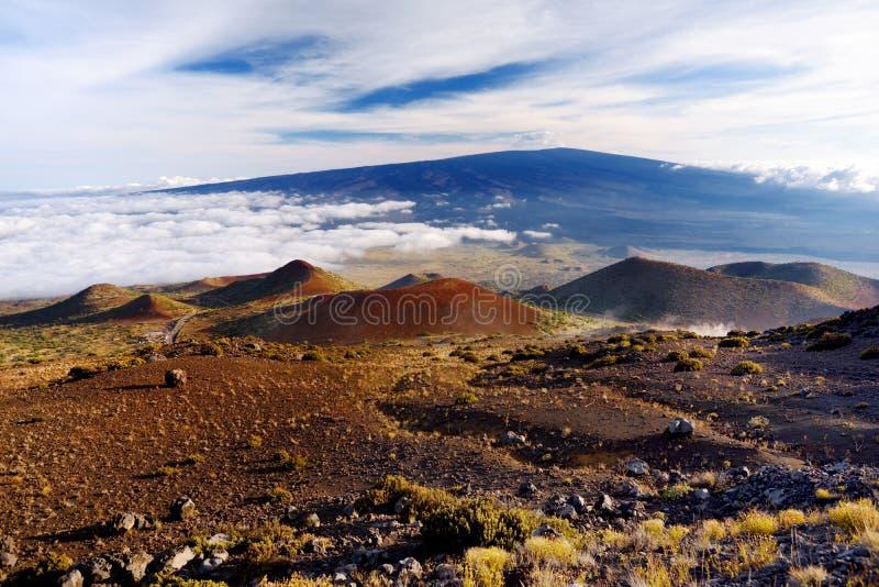Vista excitante do vulcão de Mauna Loa na ilha grande de Havaí fotos de stock royalty free