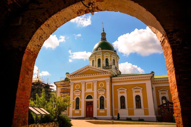 Vista exterior à decapitação de St John a catedral do batista no kremlin de Zaraysk, região de Moscou, Rússia imagens de stock