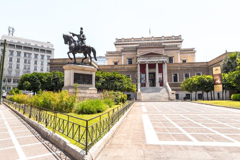 Vista exterior da casa grega velha do parlamento em Atenas foto de stock
