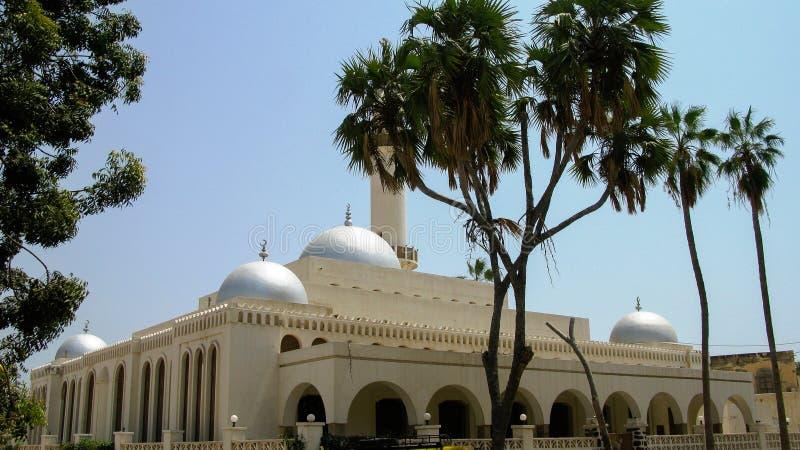 Vista exterior da mesquita Sheikh Hanafi, Massawa, Eritreia fotos de stock royalty free
