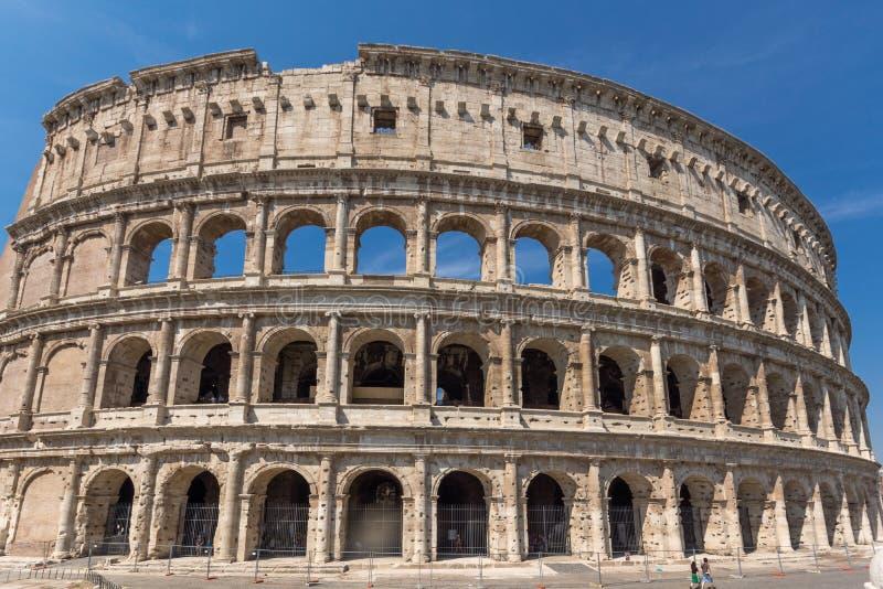 Vista exterior de la arena antigua del gladiador Colosseum en la ciudad de Roma, Italia imágenes de archivo libres de regalías