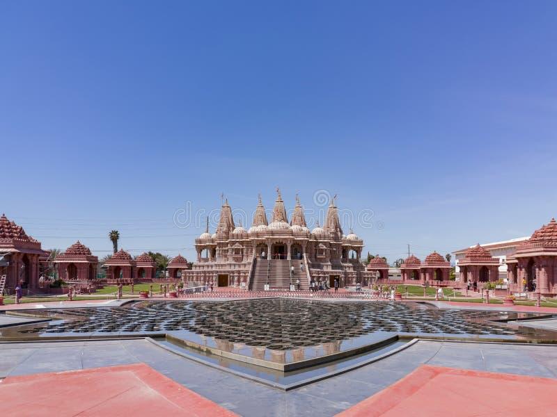 Vista exterior de los BAPS famosos Shri Swaminarayan Mandir foto de archivo