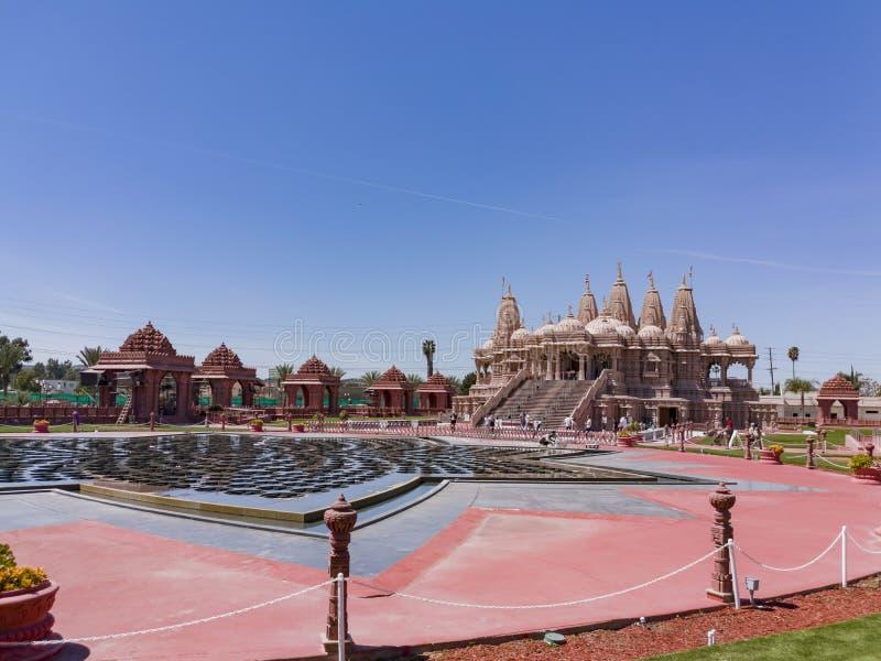 Vista exterior de los BAPS famosos Shri Swaminarayan Mandir imagenes de archivo