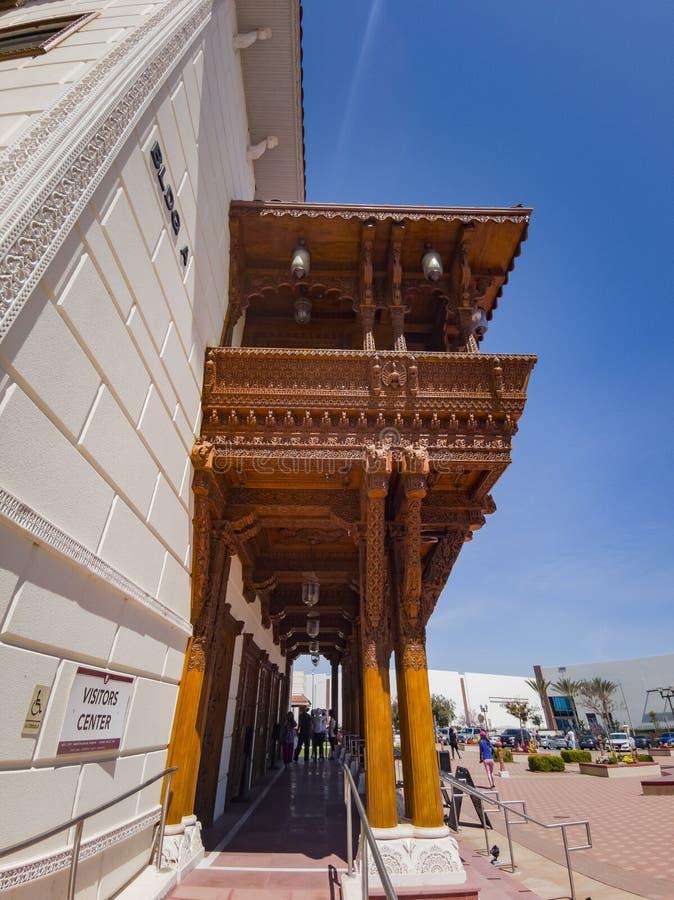 Vista exterior de los BAPS famosos Shri Swaminarayan Mandir fotos de archivo