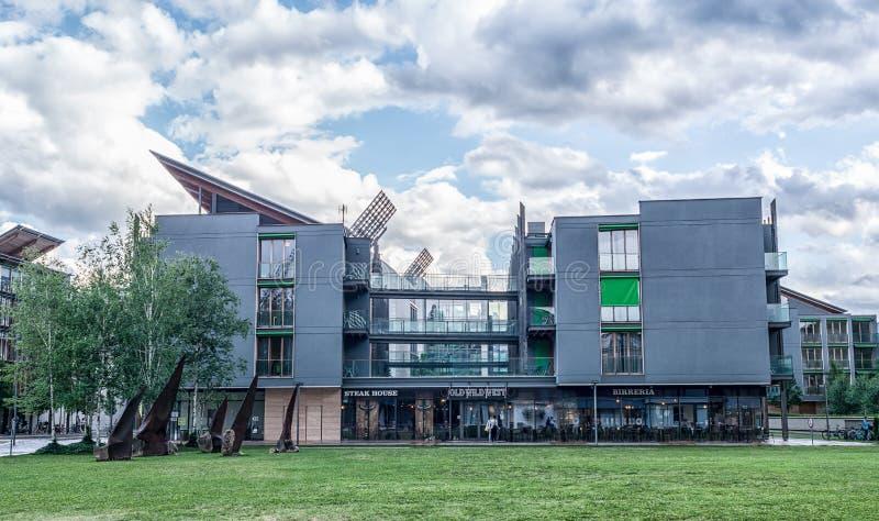 Vista exterior del museo de ciencia famoso en Trento, Italia Se ha diseñado el museo, musa denominada, foto de archivo