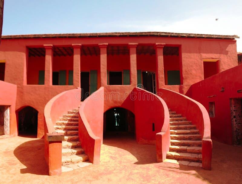 Vista exterior a DES Esclaves de Maison aka House auxiliar, isla de Goree, Dakar, Senegal fotos de archivo libres de regalías