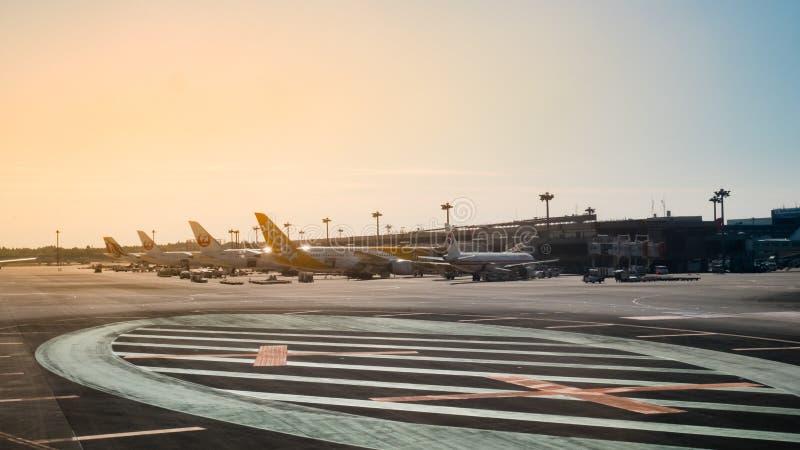 Vista exterior do aeroporto internacional de Narita Está aqui servir do aeroporto internacional imagens de stock royalty free