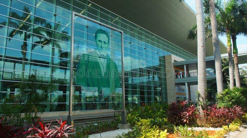 Vista exterior do aeroporto moderno Jose Joaquin de Olmedo na cidade de Guayaquil fotografia de stock