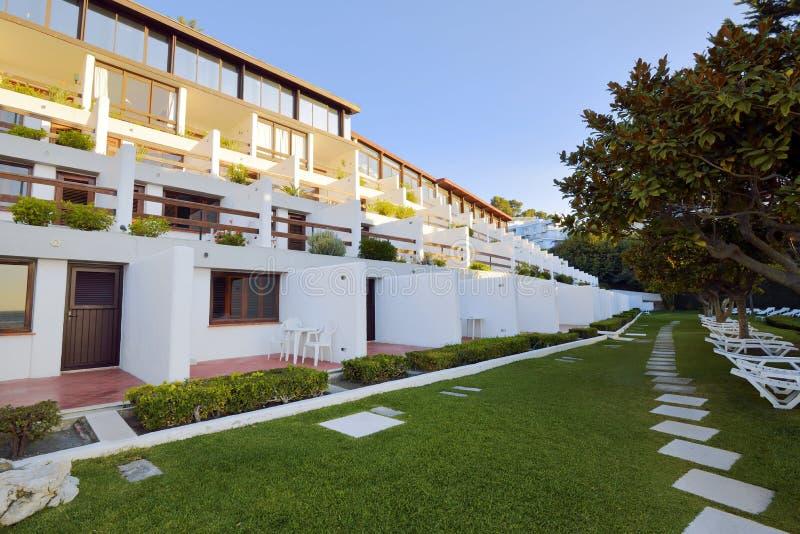 Vista exterior do hotel em Sesimbra imagem de stock royalty free