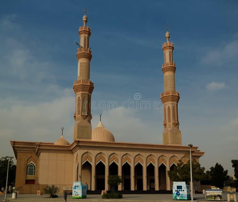 Vista exterior a la mezquita de Ahmed Ibn Hambal Masjid, Sharja, UAE foto de archivo