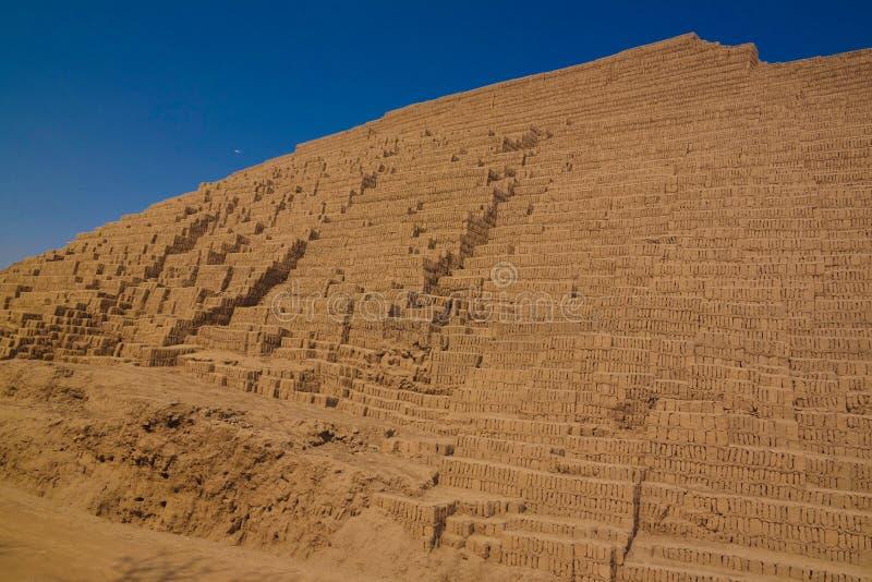 Vista exterior a la pirámide de Huaca Pucllana, Lima, Perú foto de archivo libre de regalías