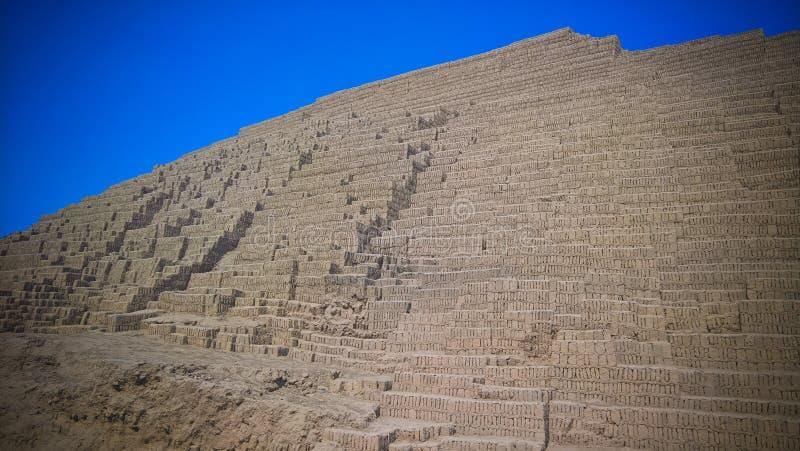 Vista exterior a la pirámide de Huaca Pucllana, Lima, Perú foto de archivo