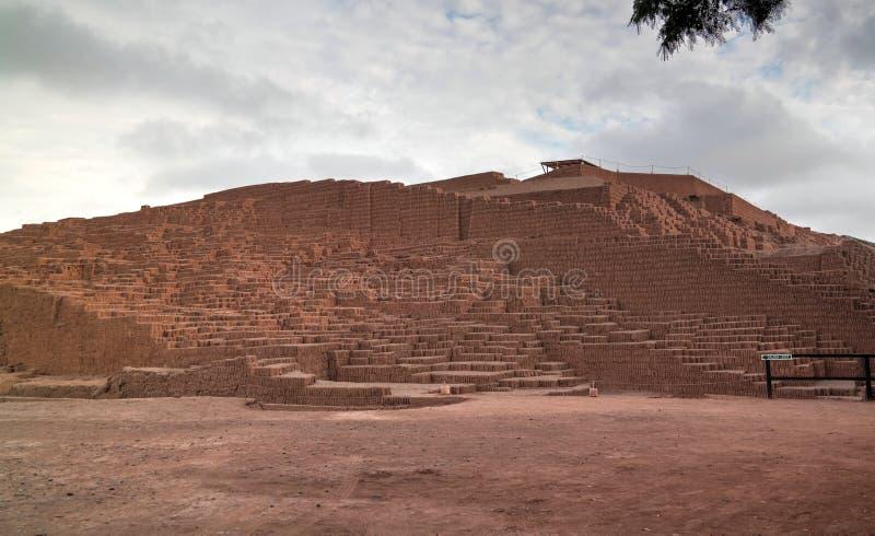Vista exterior a la pirámide de Huaca Pucllana, Lima, Perú imágenes de archivo libres de regalías