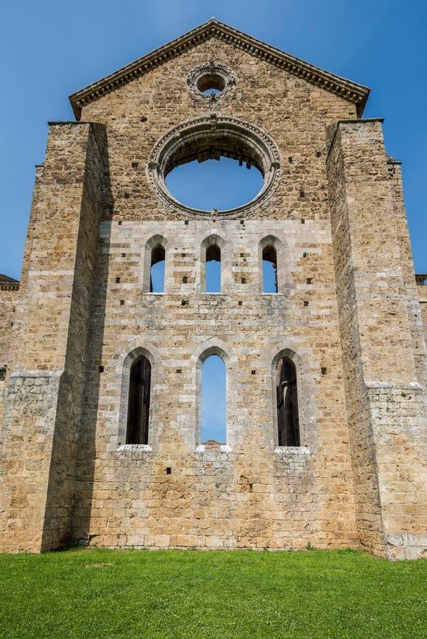 Vista externo da abside da abadia de San Galgano imagens de stock