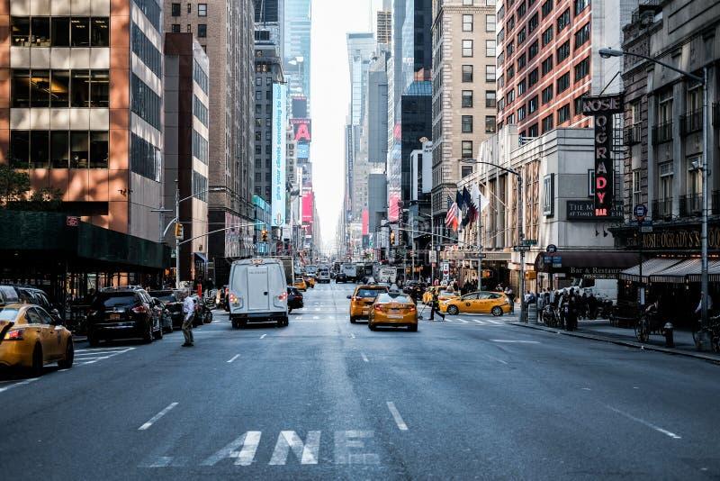 Vista famosa de un camino de Manhattan en New York City central foto de archivo libre de regalías