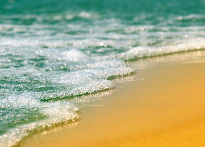 Vista fantástica do mar dos azuis celestes fotos de stock